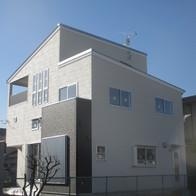 大容量の 収納空間のある スキップフロア型4層構造 中2階建ての家